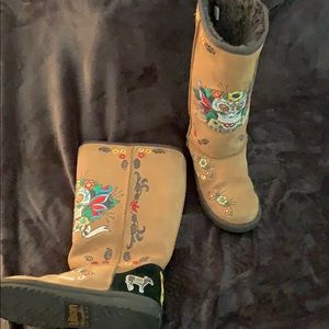 Kitson ugg style boots w/embroidery